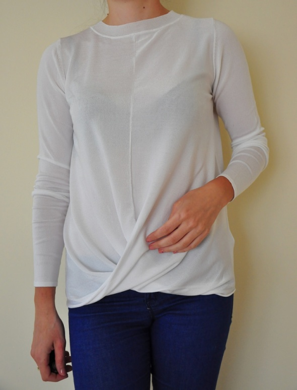 Biały cienki sweter Asos...