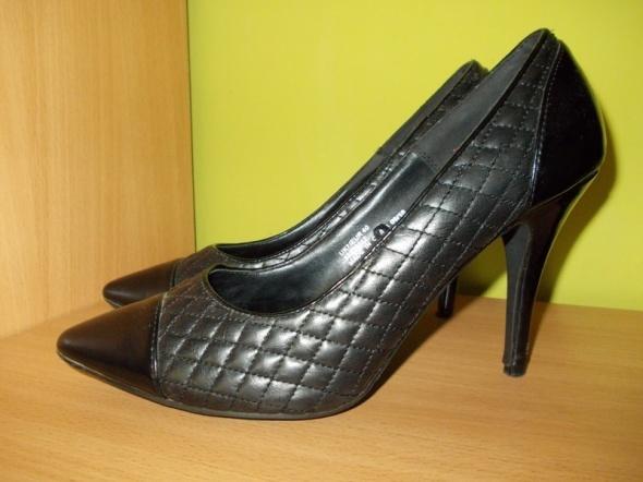 Szpilki pikowane lakierowane czarne Evie 40