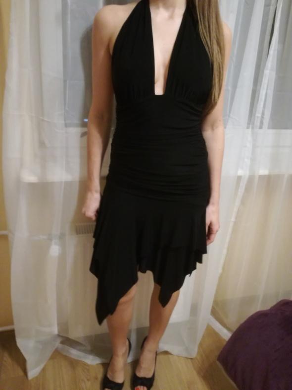 Czarna sukienka Lipsy...