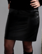 czarna skórzana spódnica...
