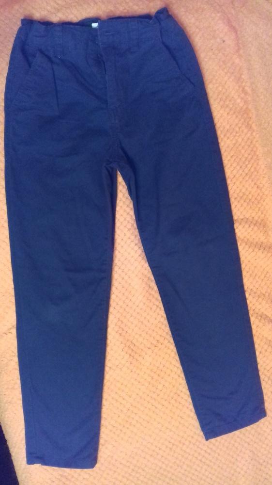 Granatowe eleganckie spodnie dla chłopca Reserved r 134...