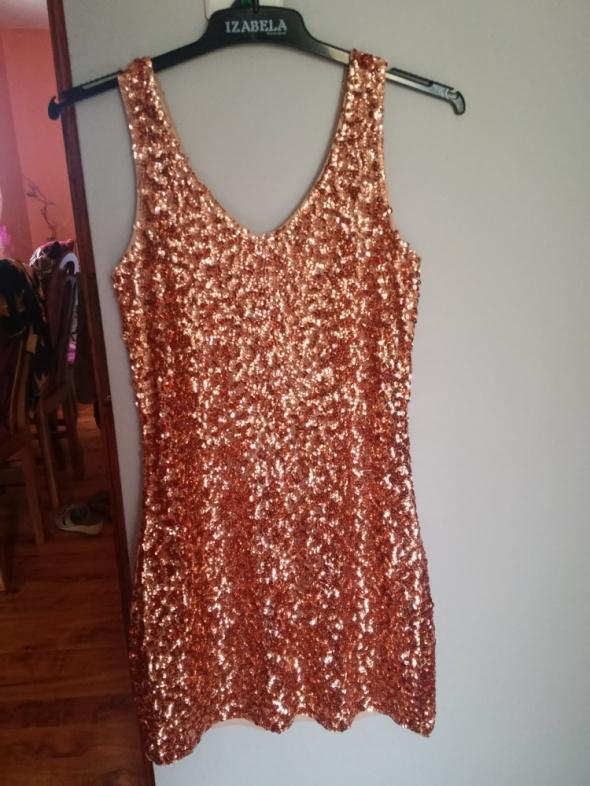 Sukienka cekiny złota na grubych ramiączkach
