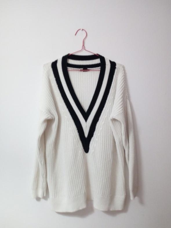 Instagramowy sweter V