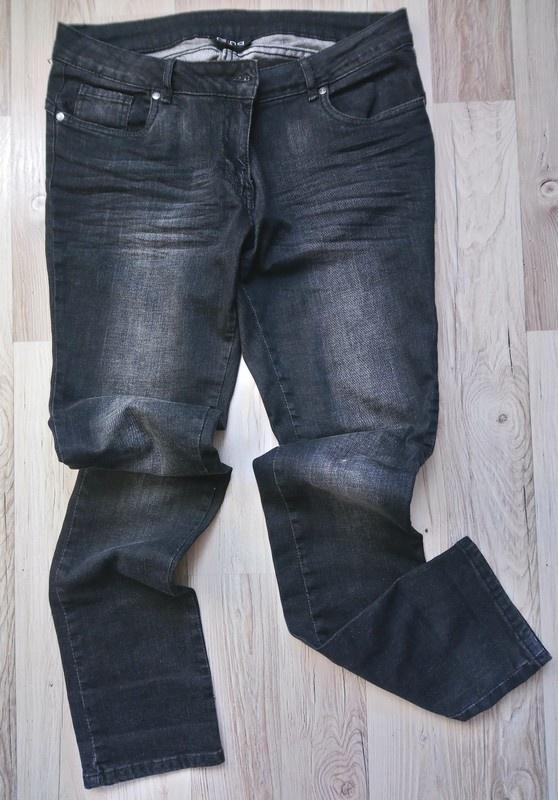 Czarne jeansy cieniowane...