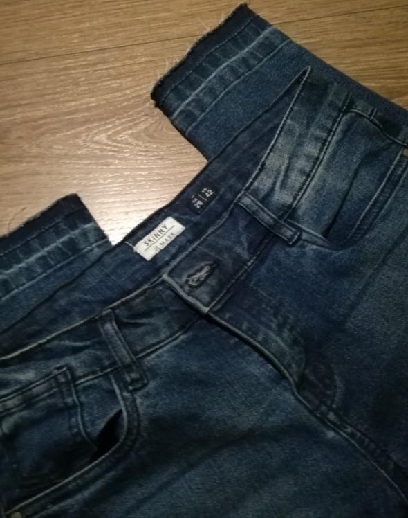 jeansy bershka 28...