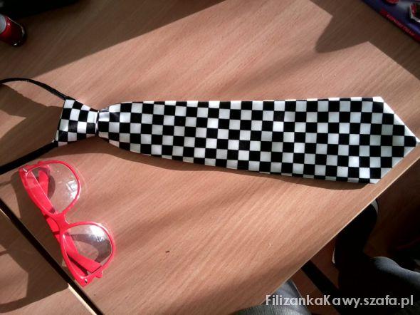Krawat damski na zamku