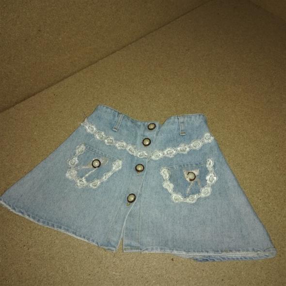 Jeansowa trapezowa zapinana spódnica z koronką 104 cm 4 lata