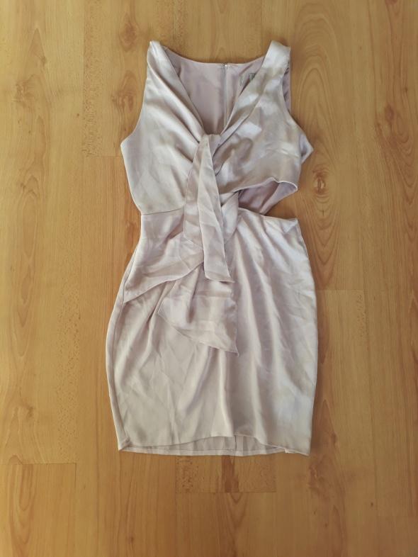 Krótka sukienka ASOS z wycięciem dopasowana mini elegancka...