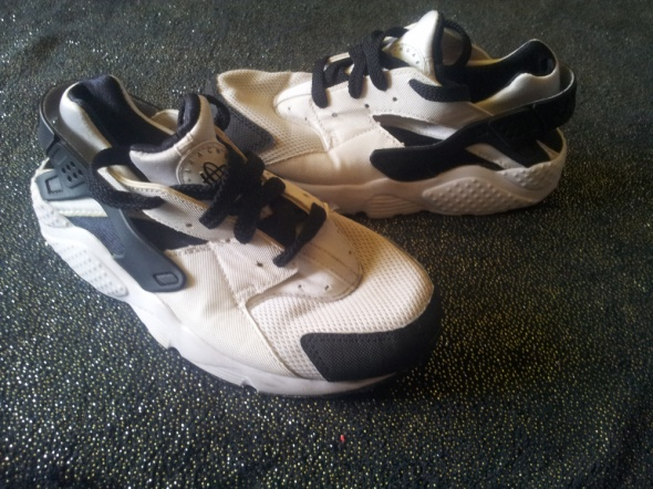 Nike huarache r 33