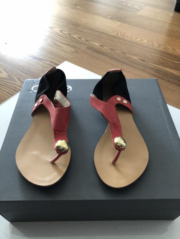 Bardzo wygodne sandały