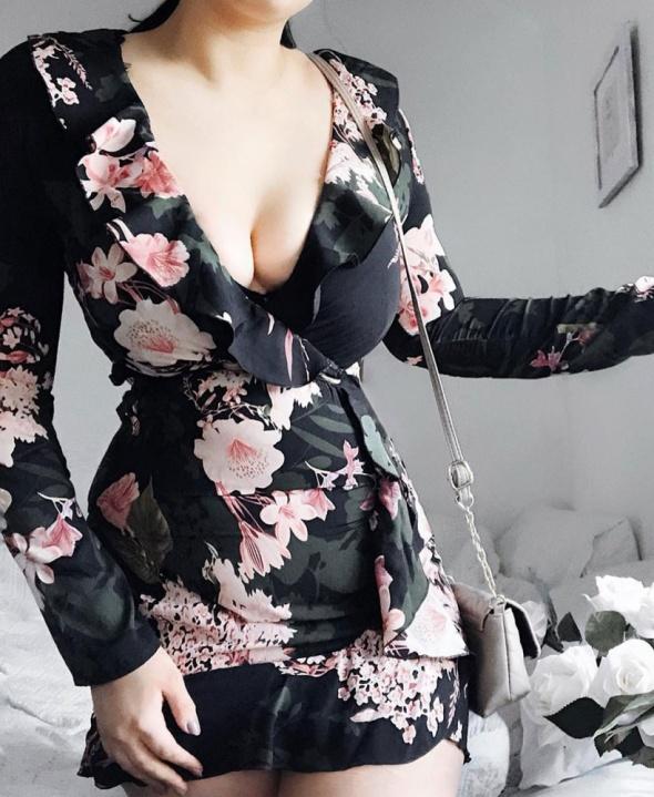 Romantyczna sukienka w kwiaty Parisian