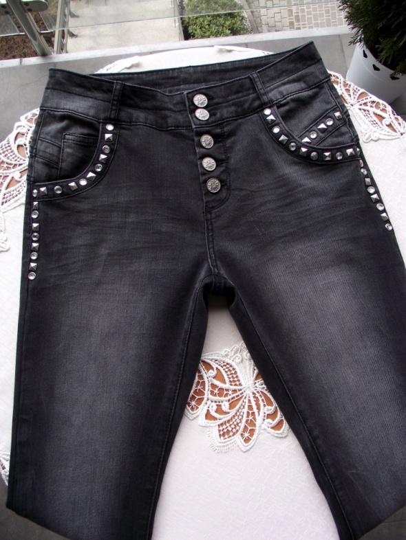 af2b72c1dc Spodnie Spodnie jeansy damskie z wysokim stanem zdobione ćwiekami KappAhl S