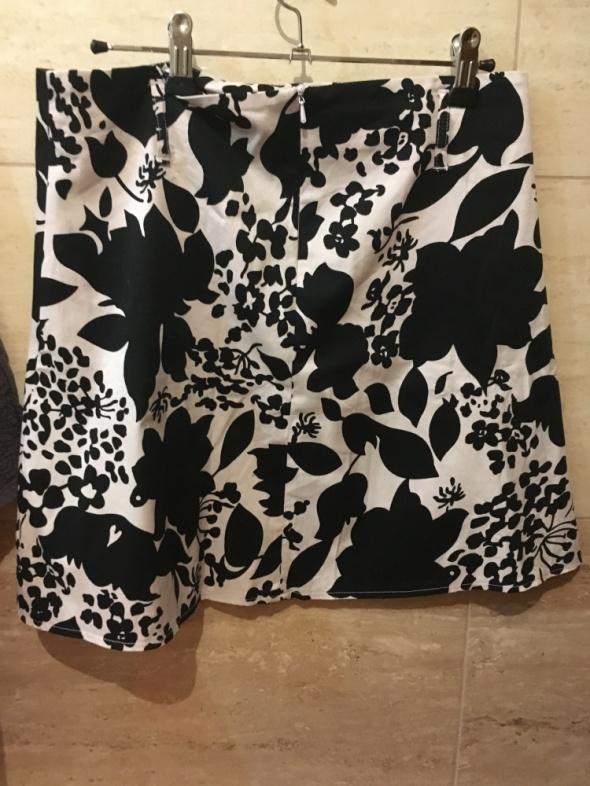 Czarno biała spódnica 38 M jenifer taylor...