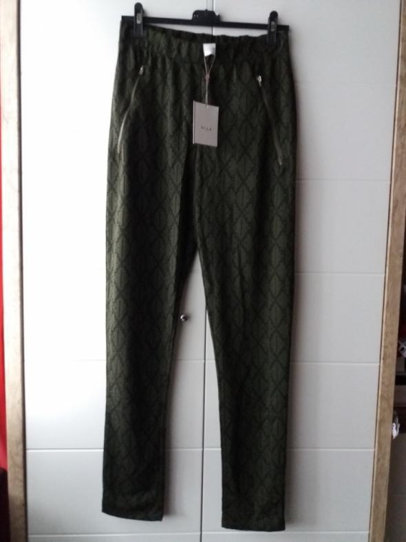 Nowe spodnie Vila