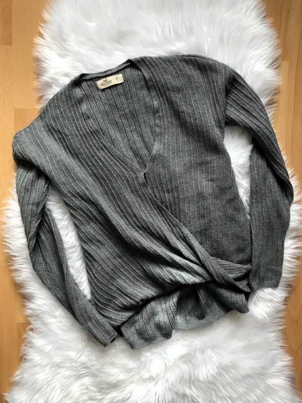 Holister sweterek szary na zakładkę