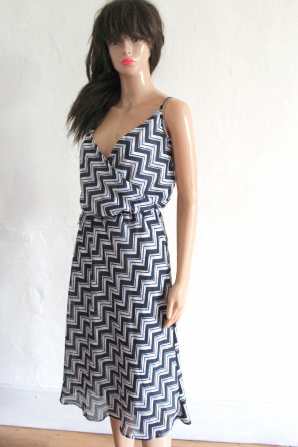 Sukienka midi we wzory r M