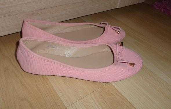 Różowe miękkie balerinki...