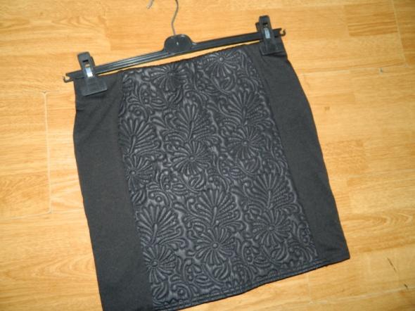 AMISU dopasowana czarna mini roz 38