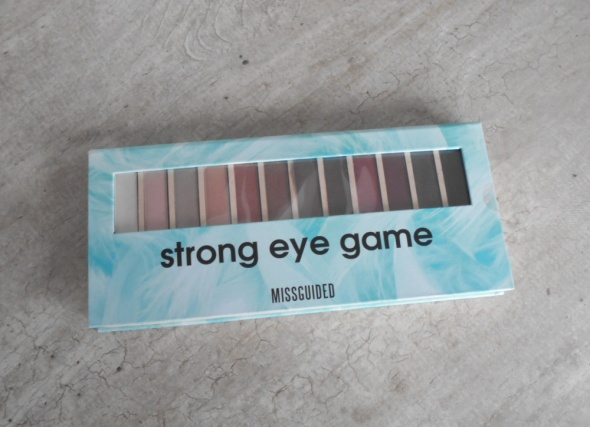 Missguided paleta do makijażu strong eye game