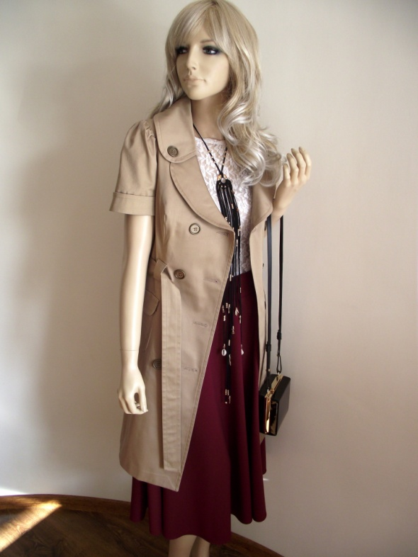 Nowy płaszcz trencz beżowy z krótkim rękawem