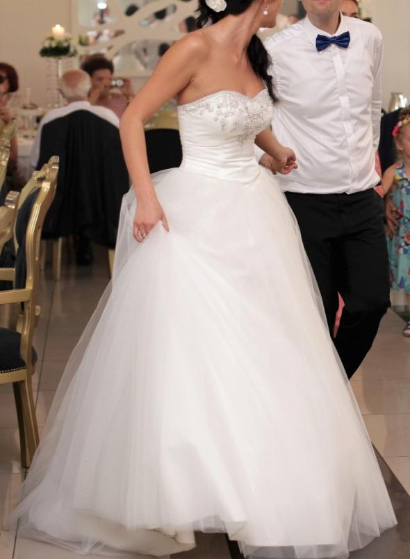 suknia ślubna piękna princessa tiul bogato zdobiona ecru