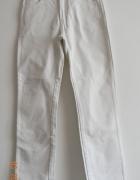 Białe spodnie Wrangler krój klasyczny...