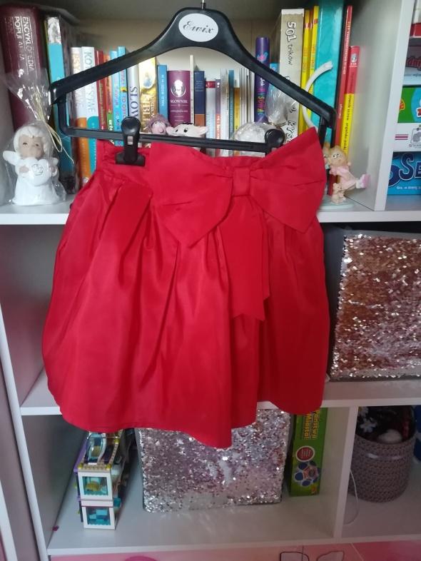 Czerwona spódniczka z efektowną kokardą rozm 146