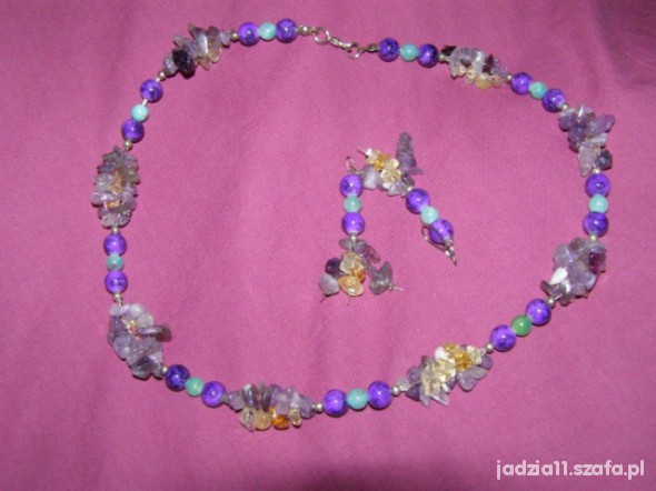 w odcieniu fioletu naturalny kamień z kolczykami