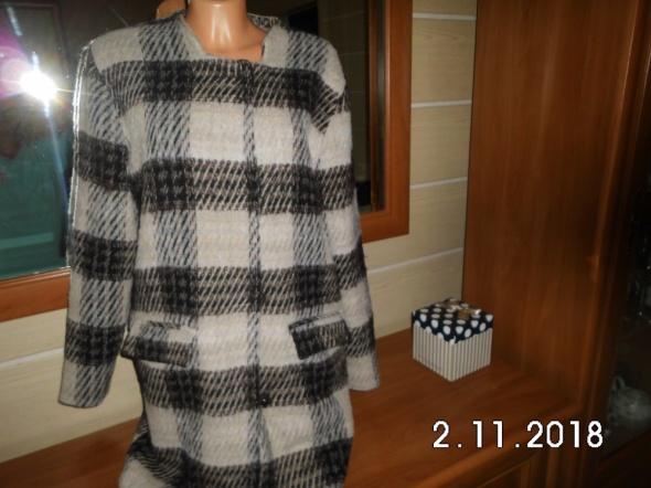 modny płaszcz damski