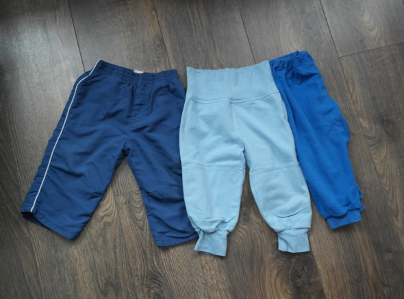 Trzy pary spodni dresowych 68 74