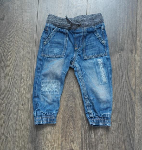 Modne spodnie dla malca 68