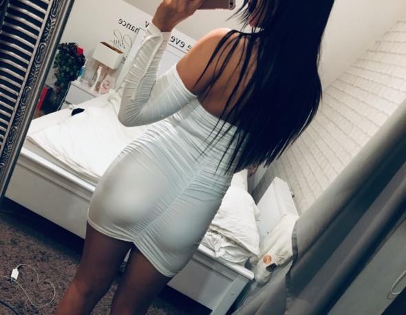 Sukienka optycznie powiększająca posladki s nowa