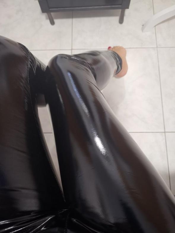 Lateksowe legginsy nowe s