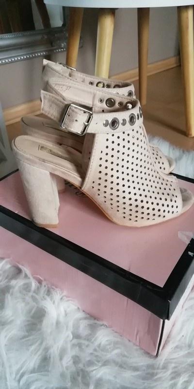 botki sandały ażurowe pudrowy róż open toe odkryta pięta 37