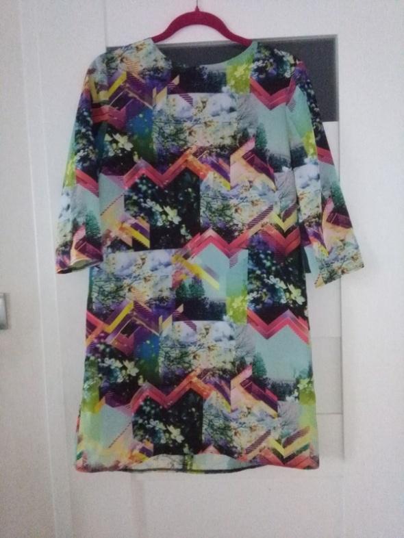 Piękna wiosenna sukienka z printem i zipem