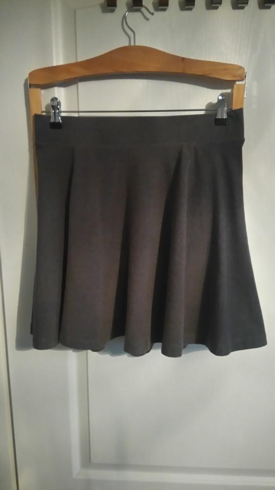 Rozkloszowana spódnica M