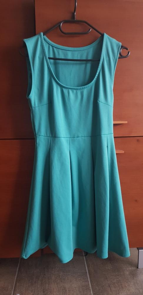Seledynowa Sukienka z lekkimi zakładkami