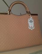 lakierowana różowa pudrowa torebka...