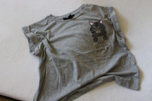 szara bawełniana koszulka z nadrukiem