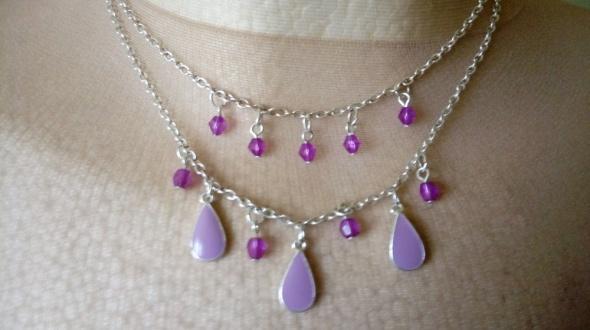 delikatny serbrny naszyjnik odcienie fioletu