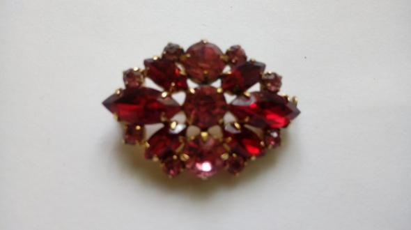 czerwono różowa broszka