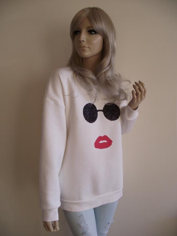 Nowa damska biała bluza z aplikacją ust i okularów M L