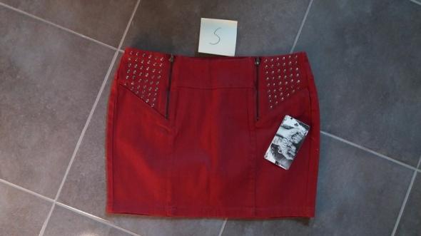 Bordowa spódnica z ozdobnymi ćwiekami S