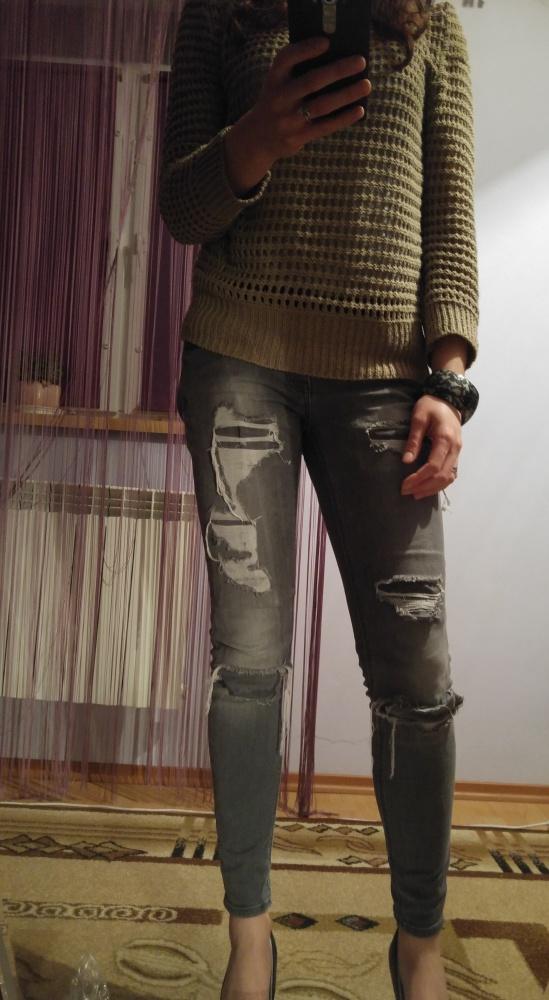 Dziurkowany sweterek