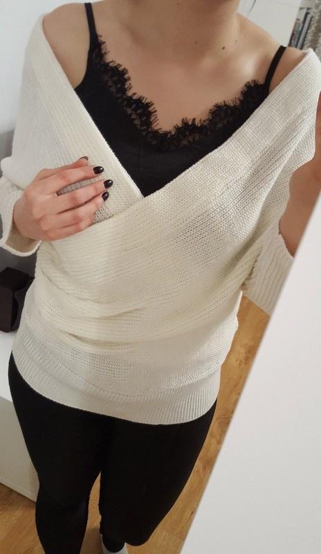 Biały sweter z kopertowym dekoltem L