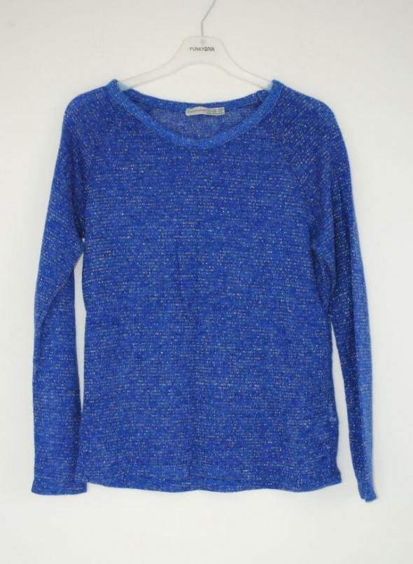 niebieski sweter atmosphere s