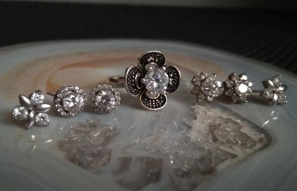 Srebrny pierścionek kwiat cyrkonia kolczyki...