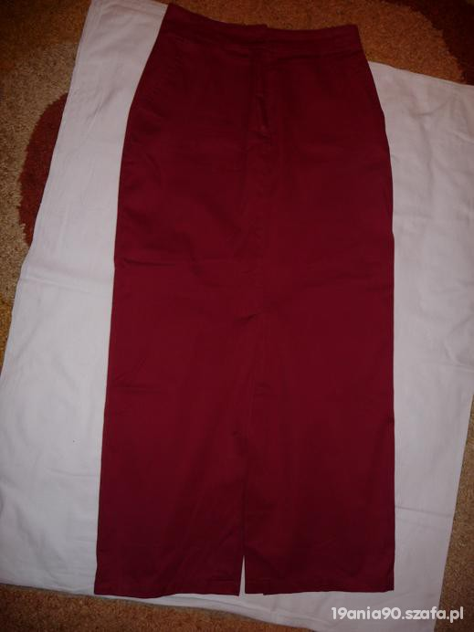Czerwona długa spódnica...