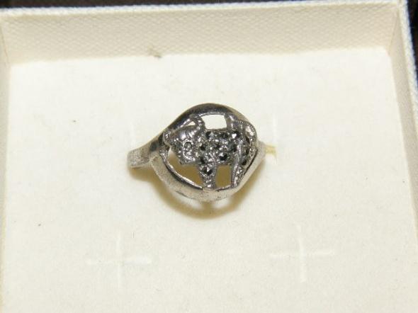 Śliczny pierscionek z bykiem cyrkonie srebro 925