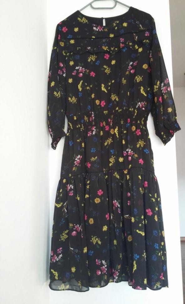 Suknie i sukienki Reserved kwiaty
